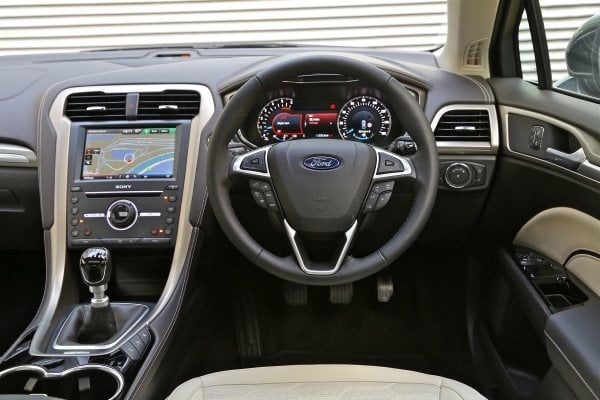 PD web road test Mondeo Vignale front seat 600