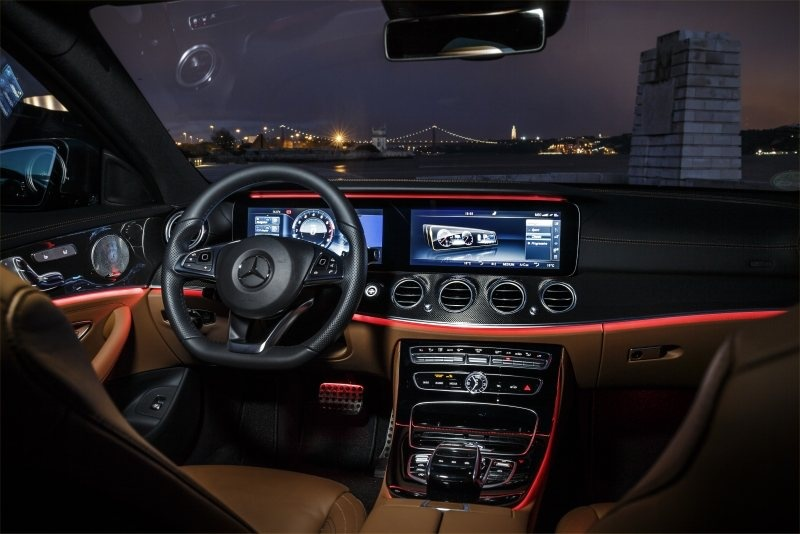 PD website road test Mercedes E Class ambient lighting 800
