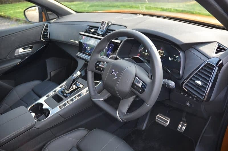 PD website road test DS7 Crossback front seat