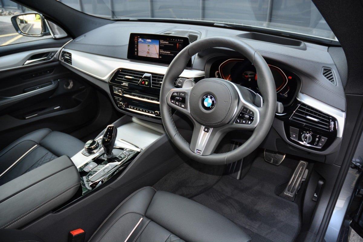 BMW 630d GT front seat