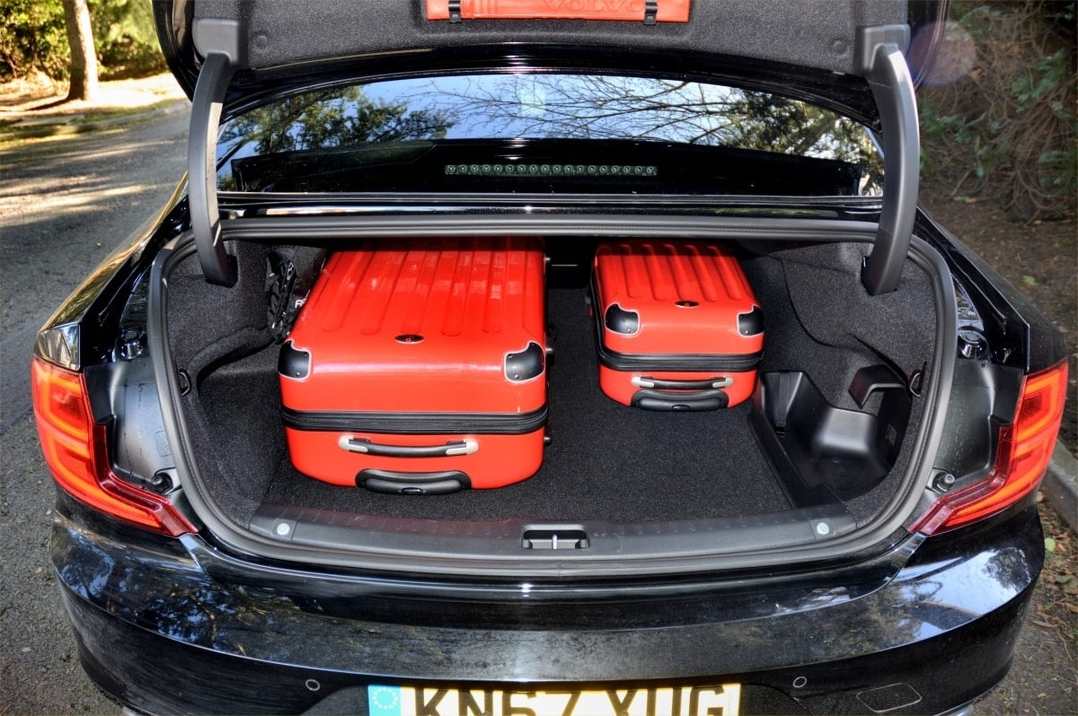 Volvo S90 T8 boot