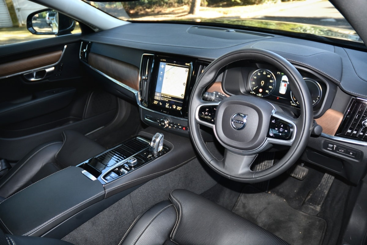 Volvo S90 T8 front seat