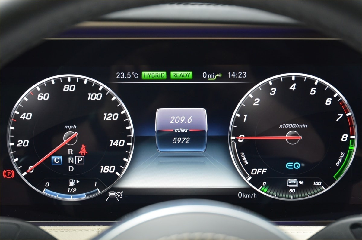 Mercedes S560e dashboard