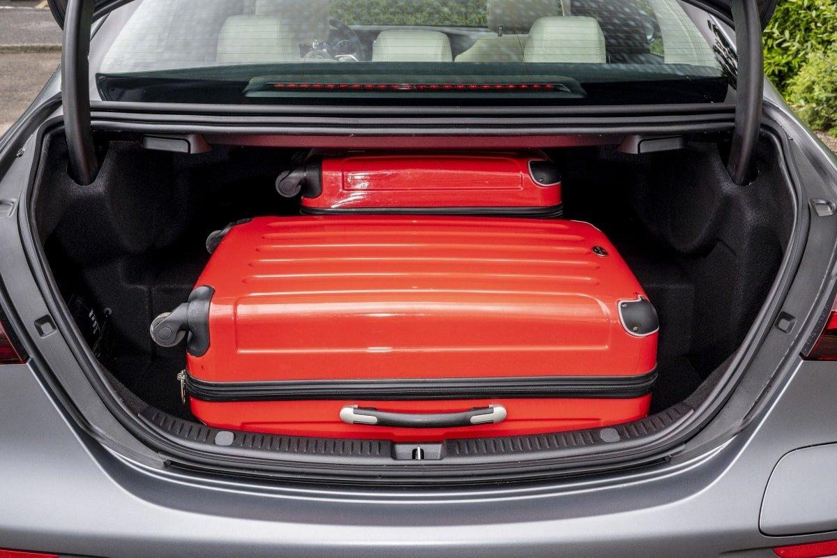 Mercedes E300de boot