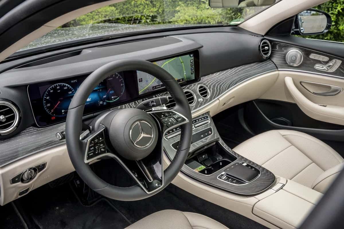 Mercedes E300de front seat