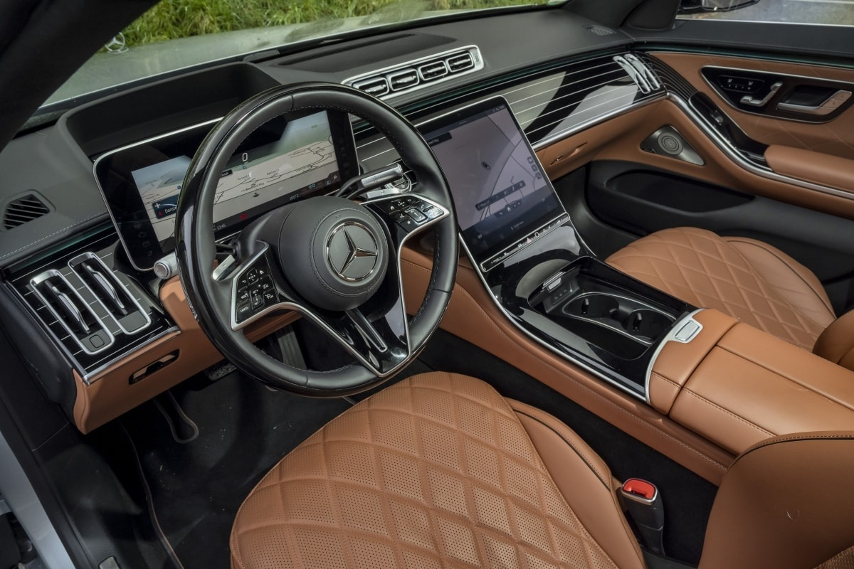 Mercedes S500 front seat